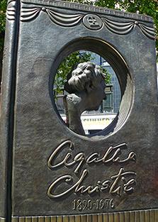 agatha_estatua