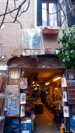 Entrada da Livraria Acqua Alta.
